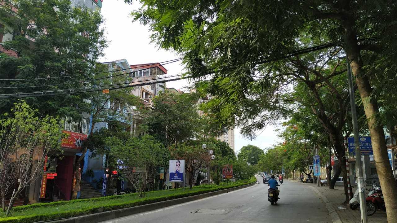 Bán nhà mặt phố Hoàng Quốc Việt, Cầu Giấy: 7 tầng, thang máy, vỉa hè cực rộng, DT 56m2 x 7 tầng