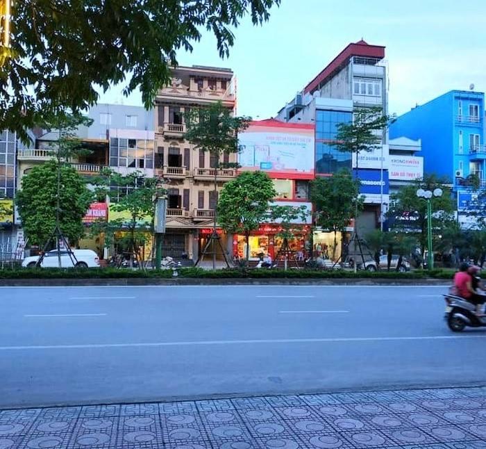 Bán nhà mặt phố Trần Khát Chân: 150m2, SĐCC nở hậu, 2 mặt tiền, vỉa hè 8m