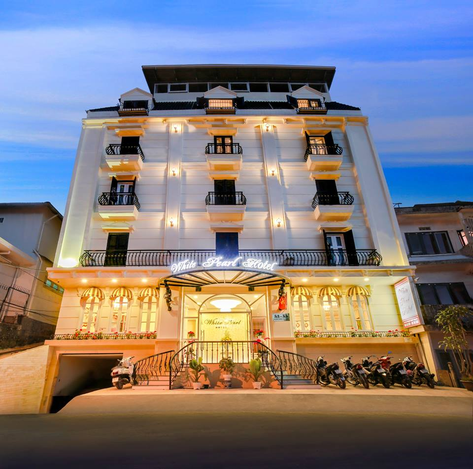 Bán khách sạn cao cấp cạnh KeangNam 11 tầng, diện tích 350m2, mặt tiền 10m, 78 phòng cao cấp